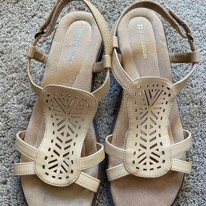 Naturalizer size 10 medium sandals